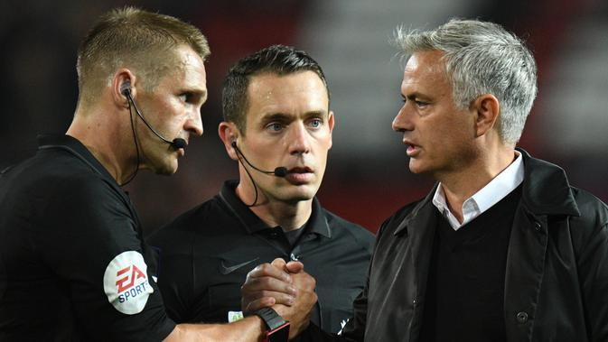 Pelatih Tottenham Hotspur, Jose Mourinho. (AFP Photo/Oli Scarff)