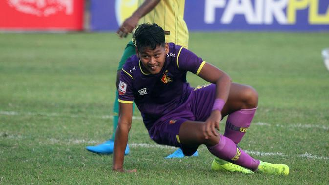 Septian Satria Bagaskara memborong dua gol kemenangan Persik atas Persiba pada Liga 2 2019 di Stadion Batakan, Balikpapan, Sabtu (20/7/2019). (Bola.com/Gatot Susetyo)