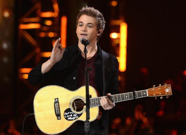 Country Phenom Hunter Hayes Proves He Can Cross Genres; Sings 2013 Grammy Noms For Best Pop Album