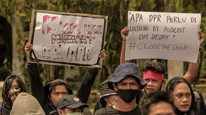 Minta Deddy Corbuzier Undang DPR, Warganet Sindir Drama Mic Mati Puan