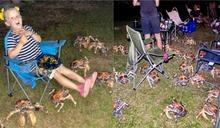 蟹蟹先不要!烤肉太香「長腿異獸」全竄出 女童秒被包圍
