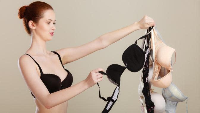 Memakai bra berkawat berbahaya, mitos atau fakta? (Sumber Foto: Shutterstock/The List)