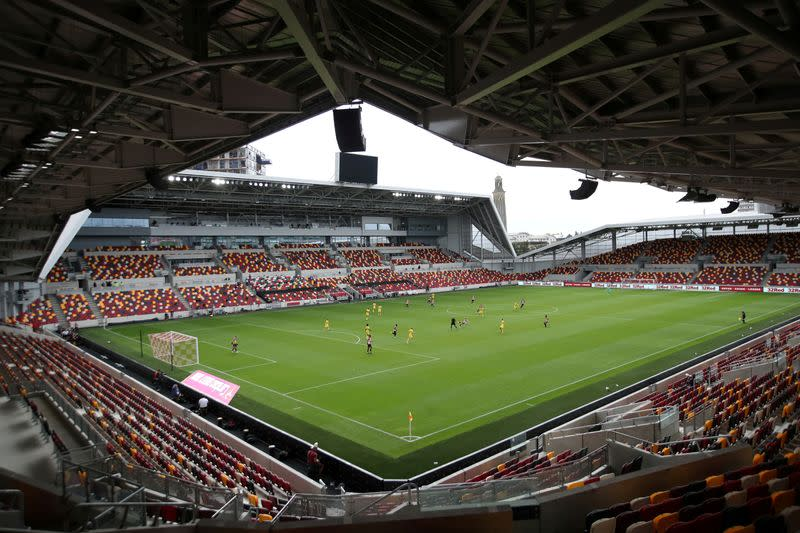 English FA and leagues urge government to allow return of spectators