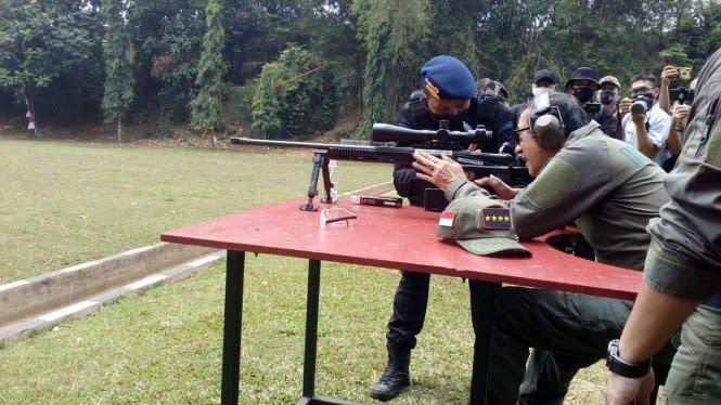 Yasonna Mendadak Jadi Sniper, Tembakannya Dipuji Komandan Brimob