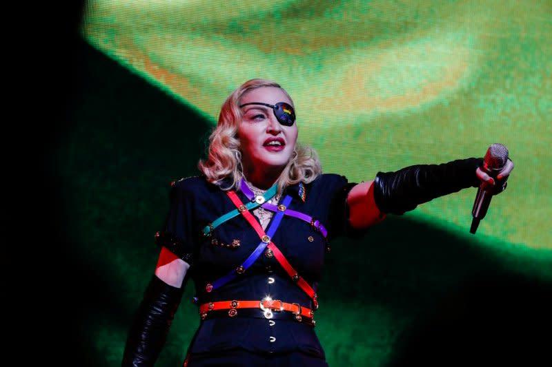 Konser telat, Madonna dituntut penggemar