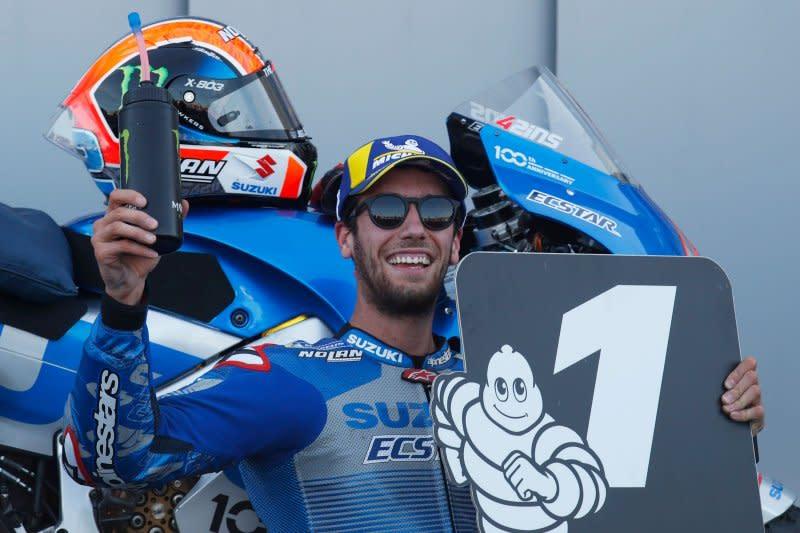 Rins tahan gempuran Marquez untuk juarai GP Aragon
