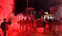 防疫宵禁惹民怨 義大利示威群眾與警爆衝突