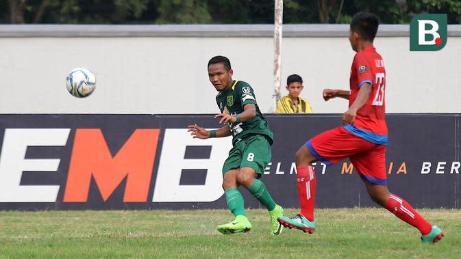 Duel PSBI vs Persebaya di Piala Indonesia 2018 di Stadion Bumimoro AAL, Surabaya, Minggu (2/9/2018). (Bola.com/Aditya Wany)