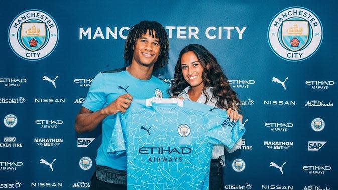 Bek anyar Manchester City Nathan Ake dan tunangannya, Kaylee Ramman. (www.instagram.com/kayleerm)