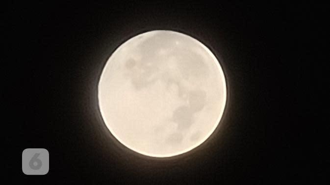 Memotret bulan dengan Kamera Zoom di Samsung Galaxy S20 Ultra. Liputan6.com/Mochamad Wahyu Hidayat