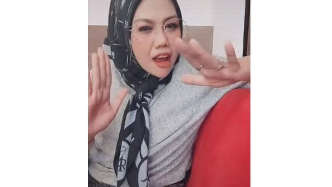 Perawatan Pengencangan Kulit Wajah, Ini 6 Potret Terbaru Elly Sugigi Semakin Tirus (sumber: Instagram.com/ellysugigi_real)