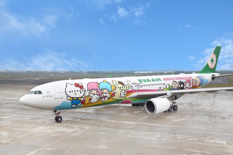 「中秋賞月專機」由甜蜜教主Hello Kitty擔任女主角。圖:長榮航空/提供
