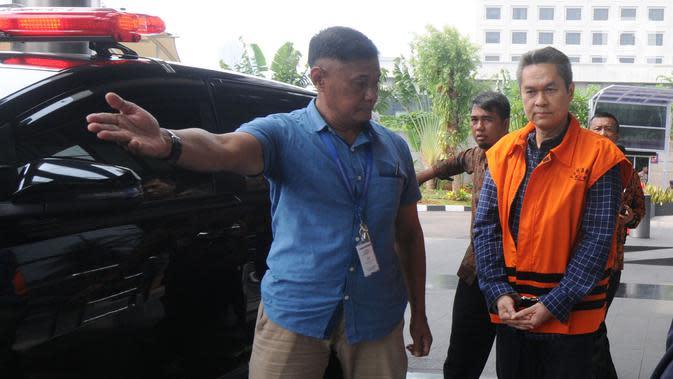 Direktur Keuangan PT Angkasa Pura (AP) II, Andra Y Agussalam tiba di Gedung KPK, Jakarta, Rabu (6/11/2019). Andra Y Agussalam diperiksa sebagai terkait dugaan menerima suap dalam proyek pengadaan baggage handling system (BHS) atau sistem penanganan 6 bandara. (merdeka.com/Dwi Narwoko)