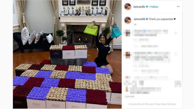 Cardi B dapat hadiah dari suaminya yang juga seorang rapper, Offset. (dok. Instagram @iamcardib/https://www.instagram.com/p/CAB8xonABYR/?hl=en/Putu Elmira)