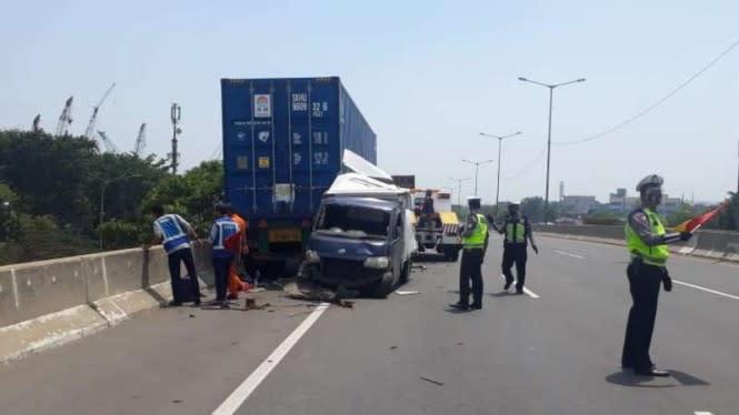 Sopir Mobil Boks Tewas di Tol JORR Cakung setelah Hindari Kecelakaan