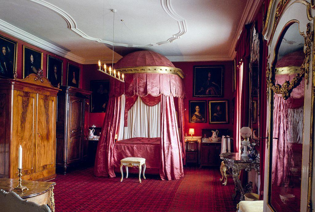 <p>Canopy beds have historically been a sign of wealth and decadence, but they were also a practical choice for royals, beginning as early as medieval times. The royal family slept with their attendants in their rooms, so curtains were draped around their beds to be pulled closed for privacy—and also to keep drafts in the large, cold castles somewhat at bay.<br></p><p>Since then, canopy beds have continued to capture our imaginations with their soaring heights, stunning fabrics, and ability to be the focal point of any bedroom. The charge for these over-the-top sleeping arrangements may have been started by kings and queens, but renowned interior designers and tastemakers (like Denning & Fourcade, Lee Radziwill, and Frances Elkins) to contemporary visionaries (like Charlotte Moss, Miles Redd, and Cathy Kincaid) have kept them center stage in today's most beautiful bedrooms.</p><p>Read on to discover 13 of the most iconic canopy beds of all time, plus information of their various styles. </p>