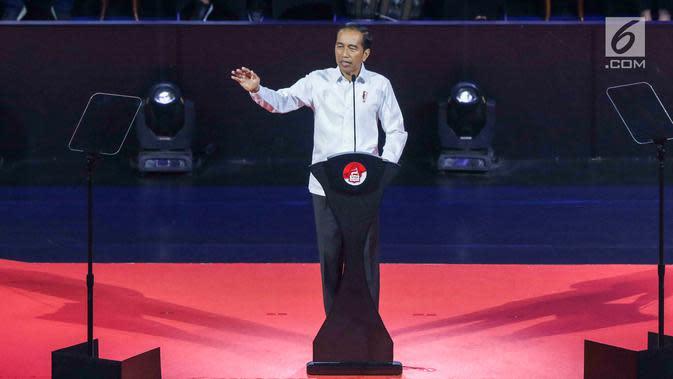 Presiden RI terpilih 2019-2014, Joko Widodo saat menyampaikan pidato Visi Indonesia di SICC, Sentul, Kab Bogor, Jawa Barat, Minggu (14/7/2019). Acara ini dihadiri sejumlah menteri kabinet kerja serta Wakil Presiden terpilih 2019-2024, KH Ma'ruf Amin. (Liputan6.com/Helmi Fithriansyah)