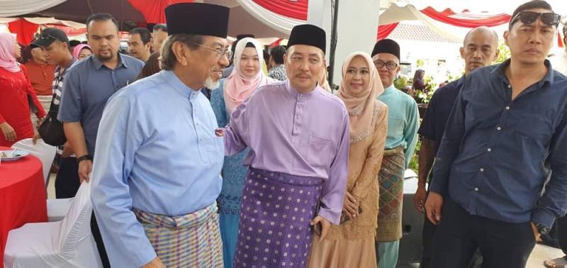 Former Sabah chief minister Tan Sri Musa Aman (left) at Sabah PPBM chief coordinator Datuk Hajiji Mohd Noor's Hari Raya open house in Tuara June 20. 2019. — Picture by Julia Chan