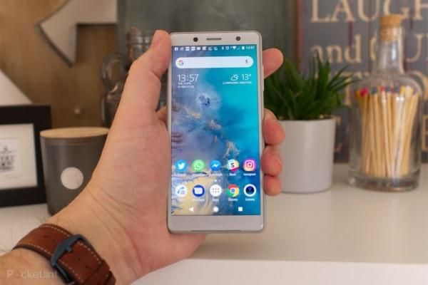 Ini 7 Handphone Ukuran Kecil Terbaik 2019, Nyaman Dipakai Satu Tangan