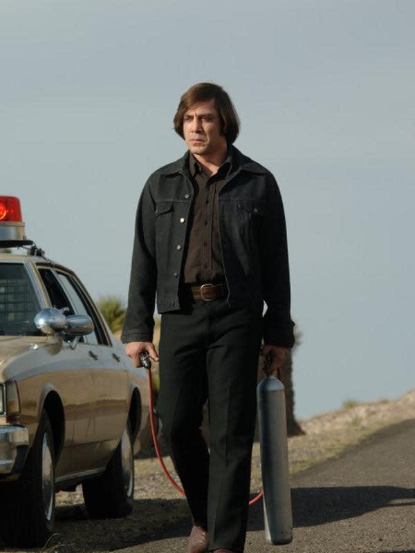 Anton Chigurh diperankan Javier Bardem. (Foto: IMDb/ Paramount Vantage)