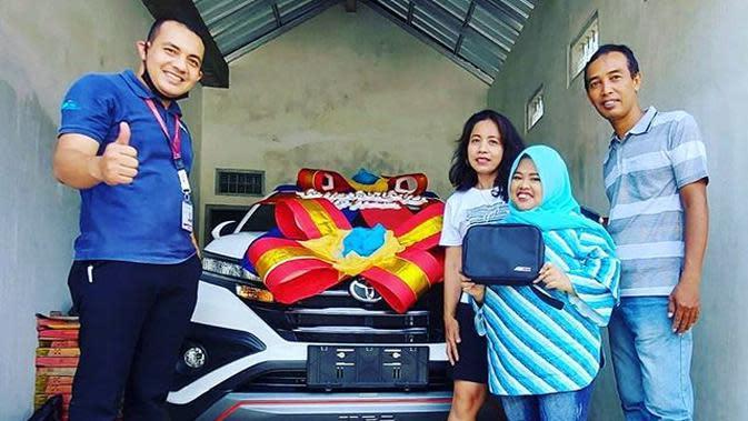 Kekeyi belikan mobil baru untuk ibunda (https://www.instagram.com/p/CFWjsKaHSF_/)