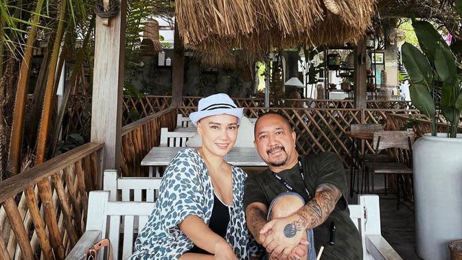 Setelah nikah dengan Franky Sihombing pada tahun 2016 silam, bersama suami sepakat untuk meninggalkan hiruk pikuk Jakarta. Dunia entertainment yang didulu sempat dibanggakan juga tidak lagi ada daya tariknya lagi buat Feby. (Instagram/febyfebiola_)
