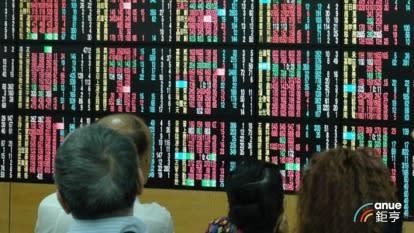 〈台股盤後〉權值股+漲停股敲邊鼓 由黑翻紅震盪走高收復9700點關卡