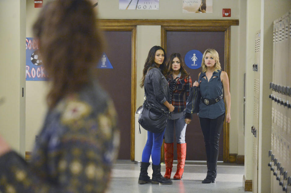 """Pretty Little Liars"" -- ""What Becomes of the Broken-Hearted"" SHAY MITCHELL, LUCY HALE, ASHLEY BENSON"