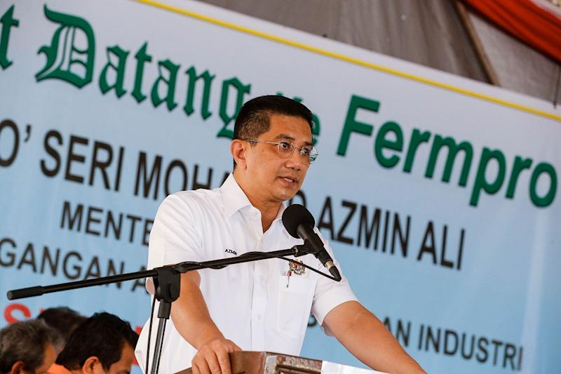 Datuk Seri Azmin Ali has continued touting the party's Datuk Hajiji Mohd Noor as Perikatan Nasional's candidate for Sabah chief minister. ― Picture by Sayuti Zainudin
