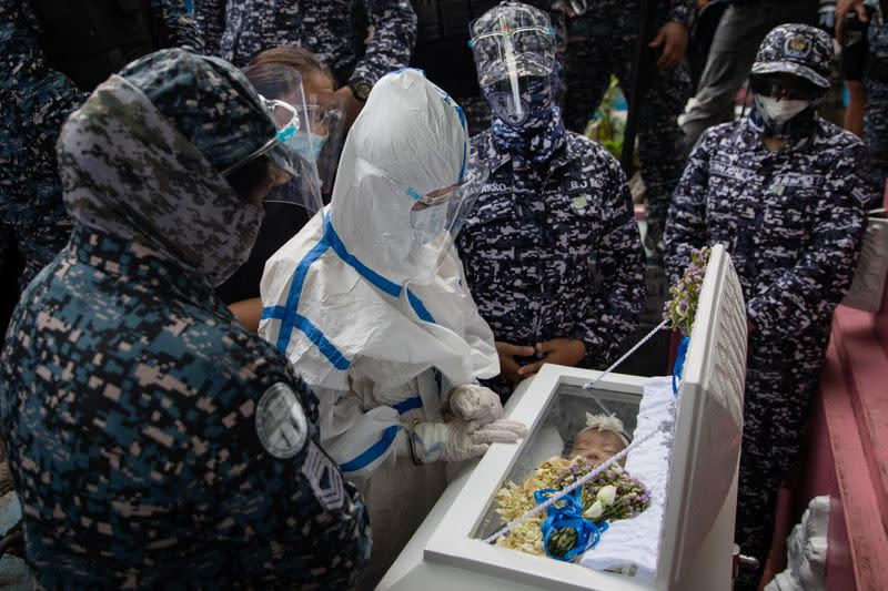 Wider Image: Jailed Philippine activist lays to rest her three-month-old baby
