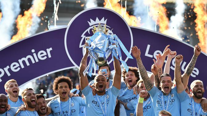 Manchester City saat rayakan trofi juara Premier League 2018-2019. (AFP/Glyn Kirk)