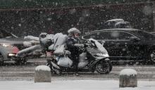 白雪蓋漢江.水陸難分 首爾出動八千人剷冰