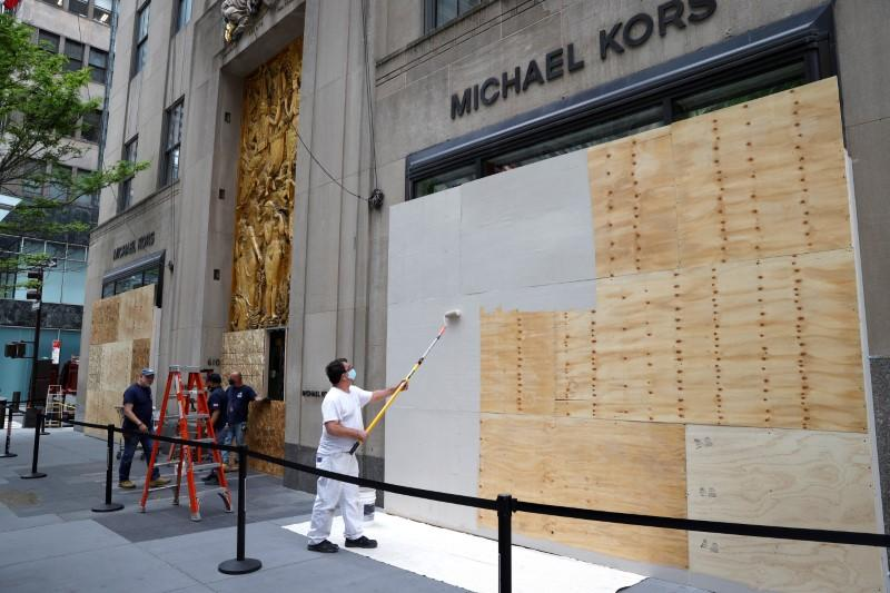 Businesses in midtown Manhattan boarded up during continued protests in New York