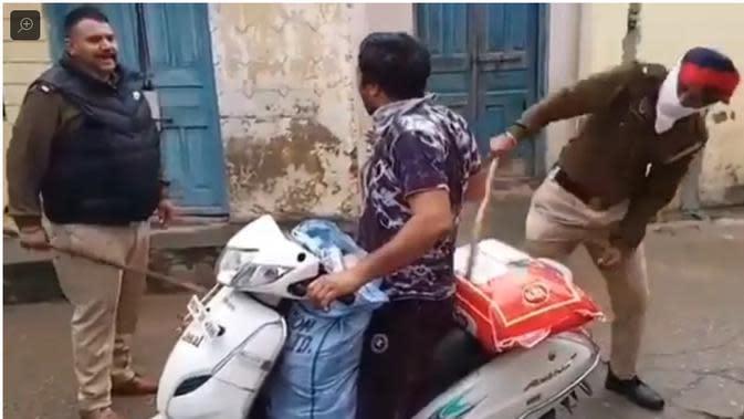 Niat Cari Makanan Saat Lockdown, Warga India Kena Pukul Polisi