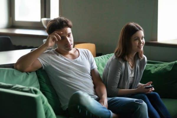 5 Suka Duka Punya Pasangan Penggemar Korea, Kadang Bikin Pusing!
