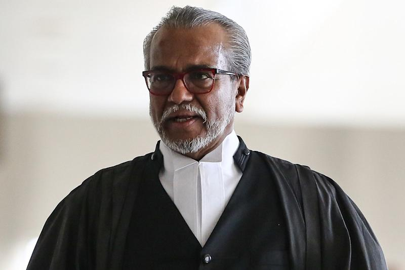 Lawyer Tan Sri Muhammad Shafee Abdullah argued that the court should not accept evidence given by prosecution witnesses of what Low had allegedly told them, due to Low's 'manipulative' nature. — Picture by Yusof Mat Isa