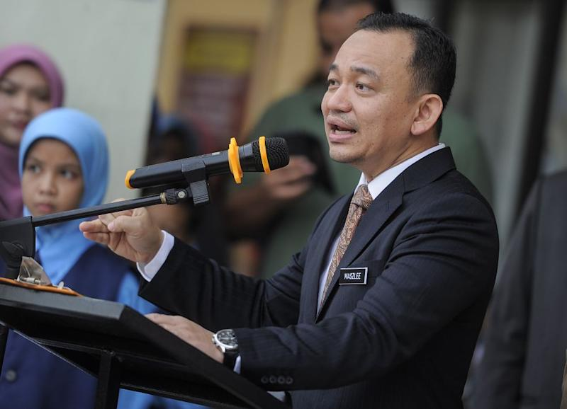 Education Minister Maszlee Malik visits Sekolah Kebangsaan Putrajaya Presint 14 (1) in conjunction with the first day of school for 2019 session January 2, 2019. — Picture by Shafwan Zaidon