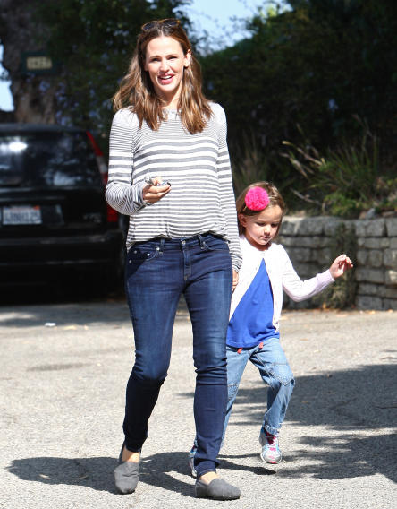 Jennifer Garner and her daughter Seraphina at the market