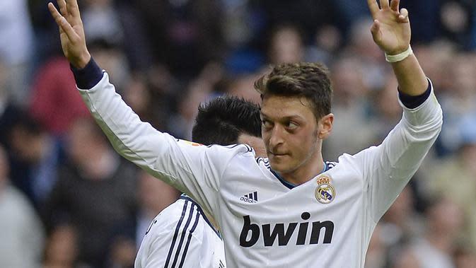 Mesut Ozil, kreator terbaik usai tampil gemilang membawa Jerman berada di posisi ketiga di Piala Dunia 2010. raihan tersebut membuat klub besar eropa ingin mendapatkan anda tangan kontrak dari Ozil. (AFP/Dani Pozo)