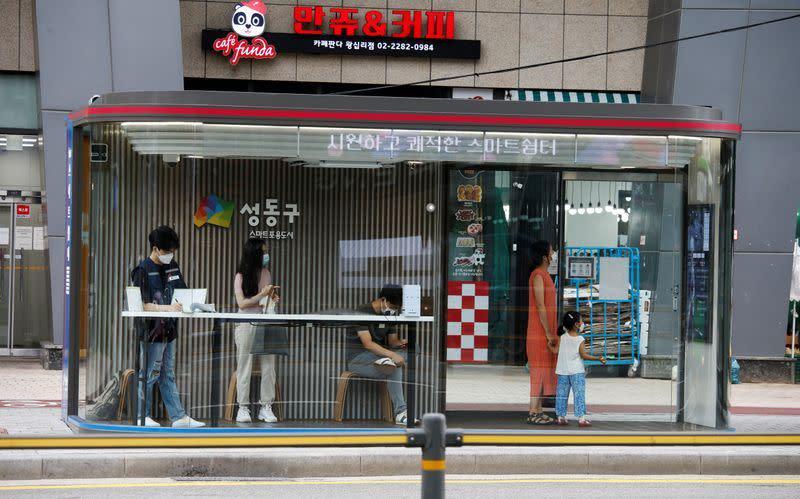 Korea Selatan perangi wabah virus corona terburuk dalam beberapa bulan, memperingatkan krisis