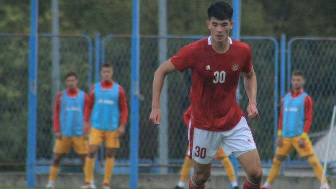 Faktor komunikasi yang membuat Shin Tae-yong sempat ragu untuk memainkan Elkan Baggott di lini belakang Timnas Indonesia U-19. (dok. PSSI)
