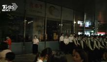 信義遠百大停電 千人疏散、23客困電梯