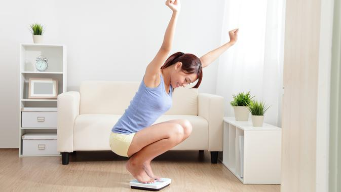 ilustrasi menimbang berat badan/copyright By aslysun (Shutterstock)