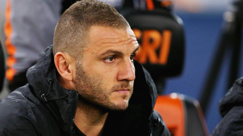Robbie Farah's injury threatens to spoil his final NRL season.