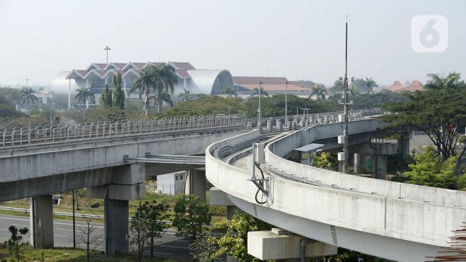 Jalur Kereta Melayang (Kalayang) atau Automatic People Mover System di Depo Kalayang Bandara Internasional Soekarno Hatta, Tangerang, Banten, Rabu (19/8/2020). Hingga saat ini, PT Angkasa Pura II masih menghentikan layanan Kalayang untuk mengantisipasi penyebaran COVID-19. (merdeka.com/Dwi Narwoko)