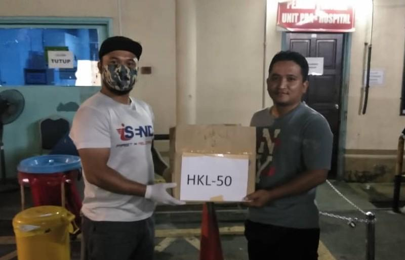 iSend riders deliver packs of freshly-cooked dinner to healthcare fronliners at Hospital Kuala Lumpur. — Picture courtesy of Persatuan Care Selangor