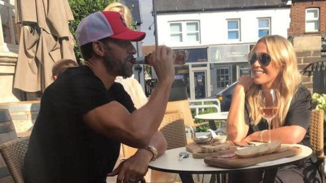 Rio Ferdinand terlihat berkencan dengan Kate Wright di London.