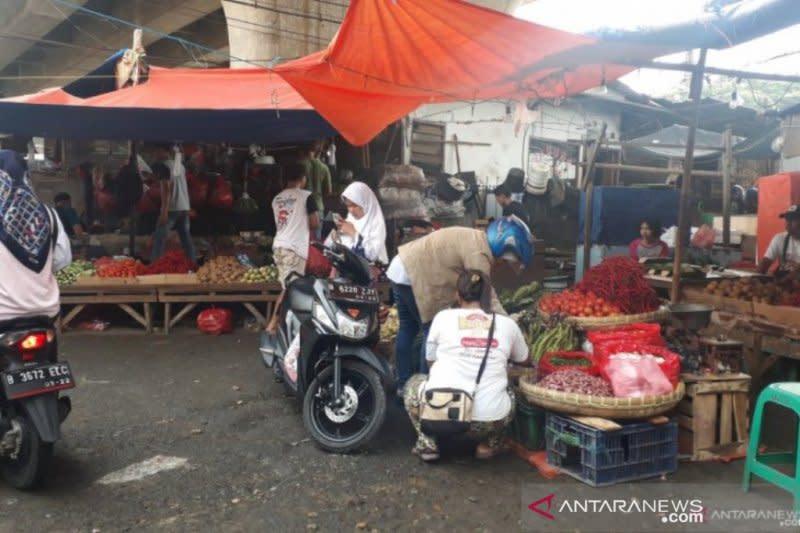 Pasar tradisional di Depok Jabar masih tetap buka