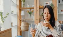 賀爾蒙/避孕藥、類固醇...正在吃藥可以打COVID-19疫苗嗎? 專家親解須知