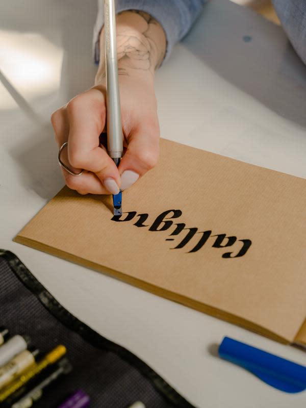 ilustrasi tips membuat slogan/pexels